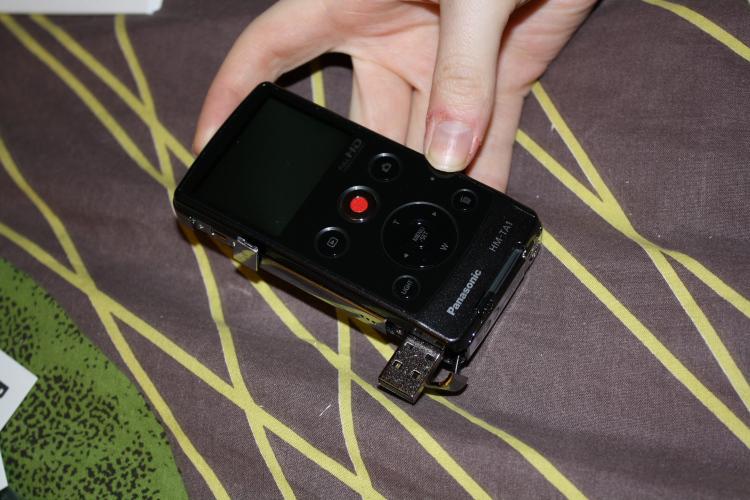 Le Panasonic HM-TA1 possède une taille peu encombrante permettant de l'avoir toujours sur soi pour filmer des moments à l'improviste.